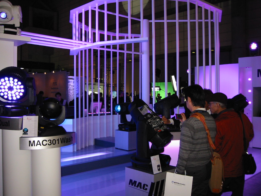 [Inter BEE 2009 Exhibitor Information] Martin Professional Japan — exhibits include new moving-head light models